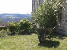 Au jardin du Centre spirituel de Vanosc, on s'active !