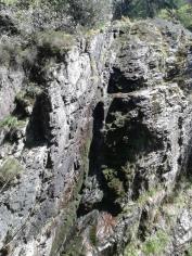 Une paroi rocheuse au barrage de Rochetaillée dans la Loire. A 30 min de la Maison St-Joseph